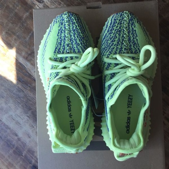 official photos bbced 1b7cf Yeezy boost 350 v2 frozen yellow size 5 women's NWT
